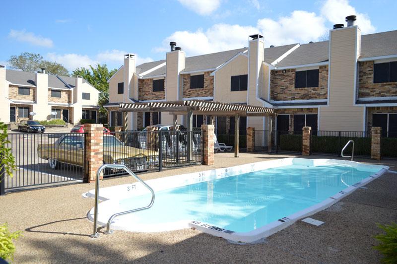 Pool at Listing #137643