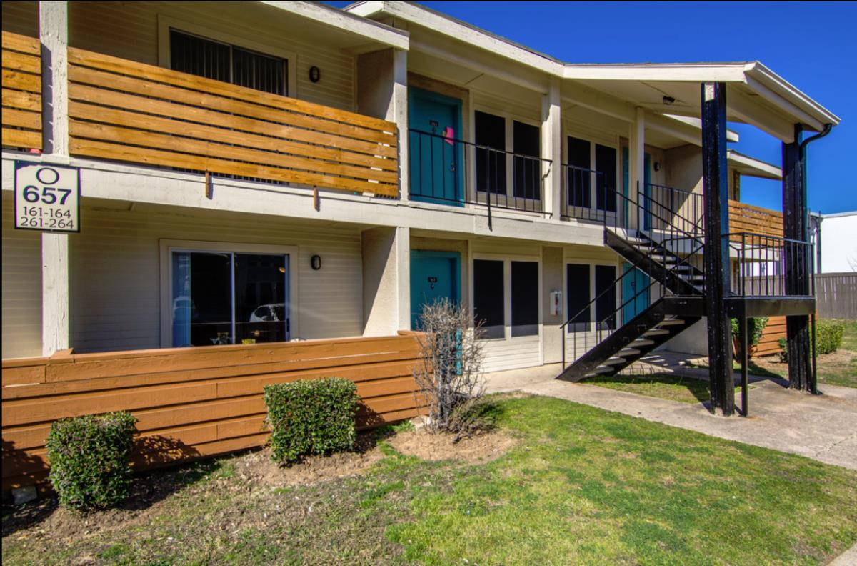 Exterior at Listing #136901