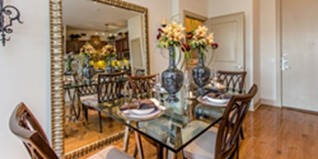 Dining at Listing #147625