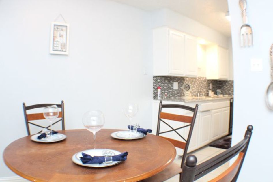 Dining at Listing #139287