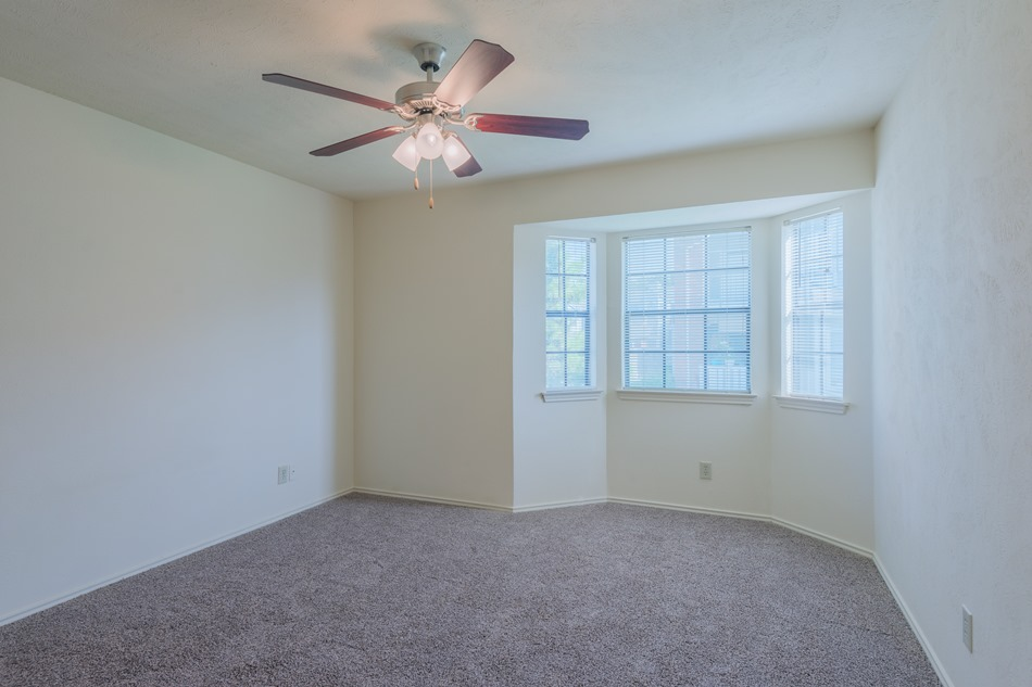 Bedroom at Listing #136173