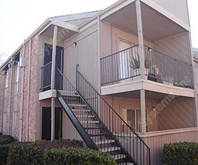 Braes Hollow Apartments