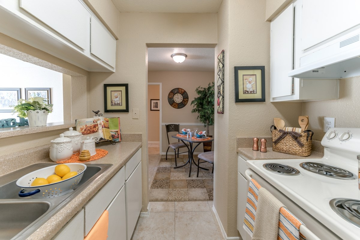 Dining/Kitchen at Listing #139576