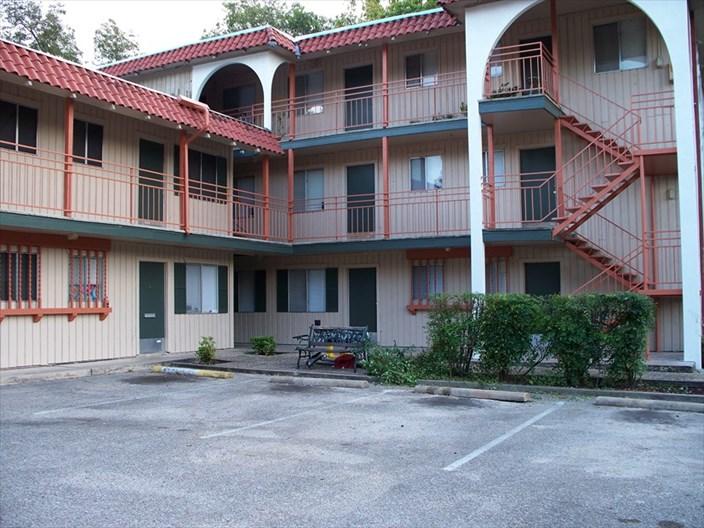 Los Arcos Apartments