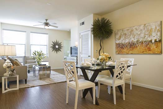 Dining at Listing #147715