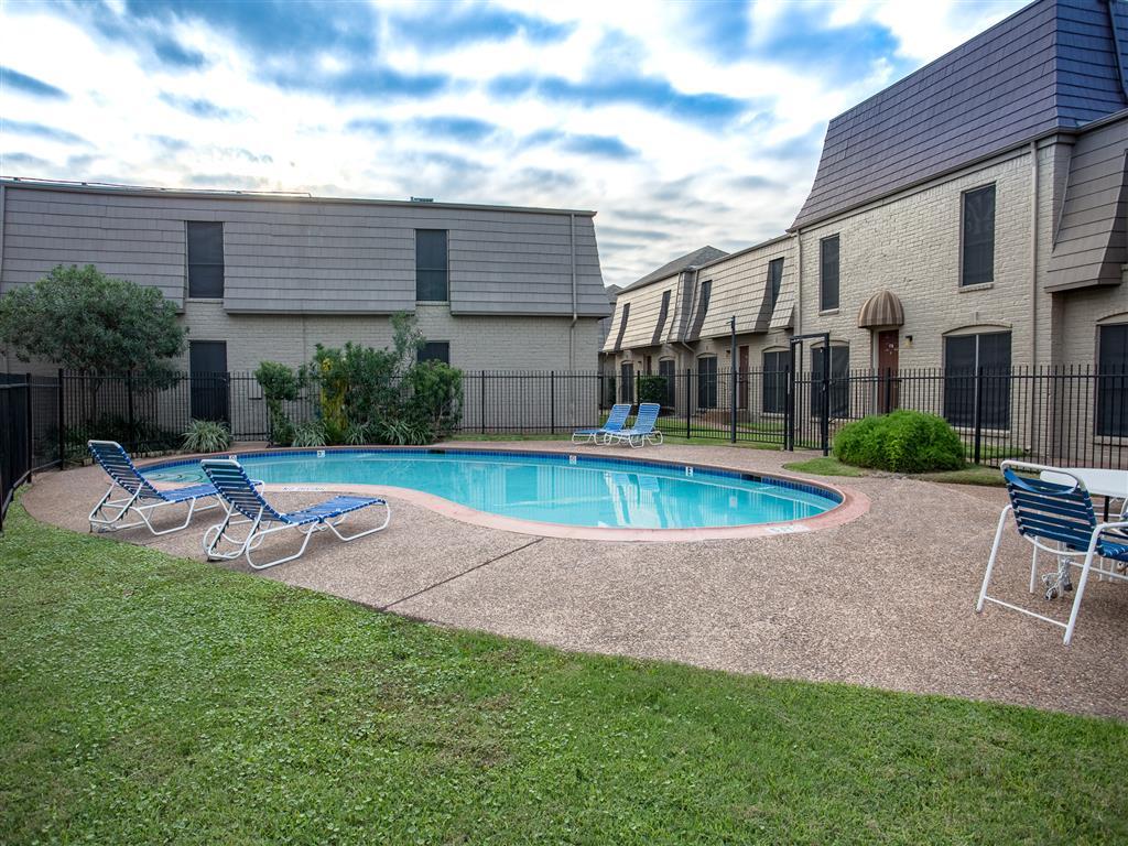 Pool at Listing #139070