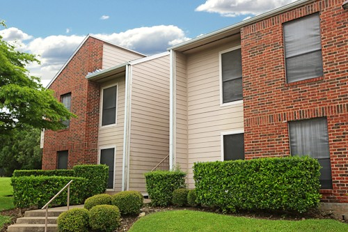 Exterior 2 at Listing #140270