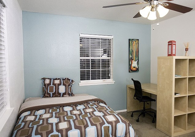 Bedroom at Listing #143941