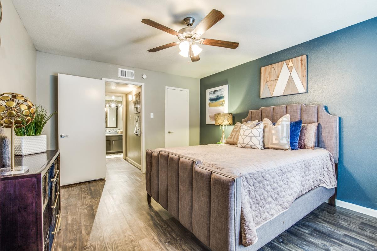 Bedroom at Listing #138505