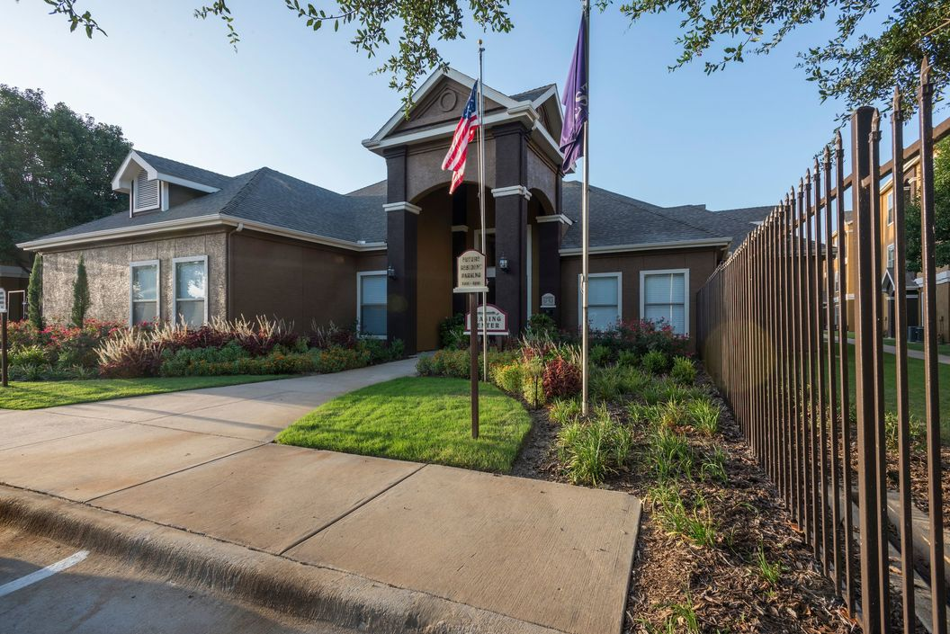 Lakes At Lewisville 903 For 1 2 Amp 3 Bed Apts