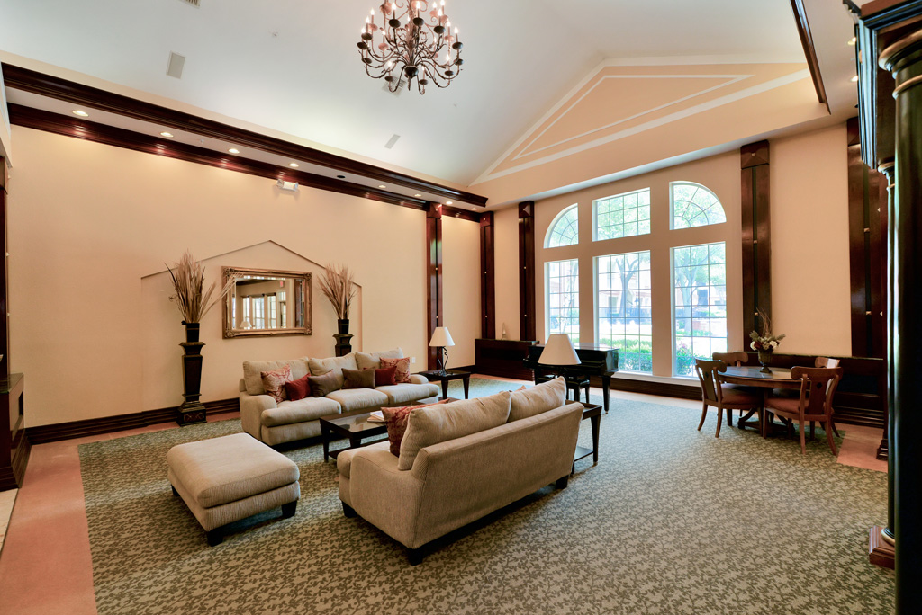 Lounge at Listing #137565