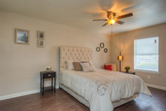 Bedroom at Listing #147753