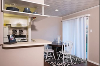 Dining at Listing #213339