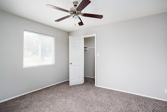 Bedroom at Listing #141051