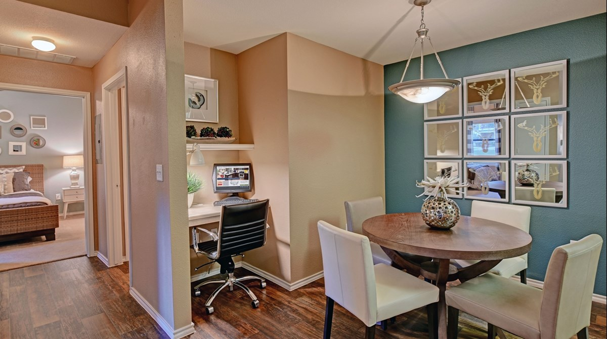 Dining at Listing #144755