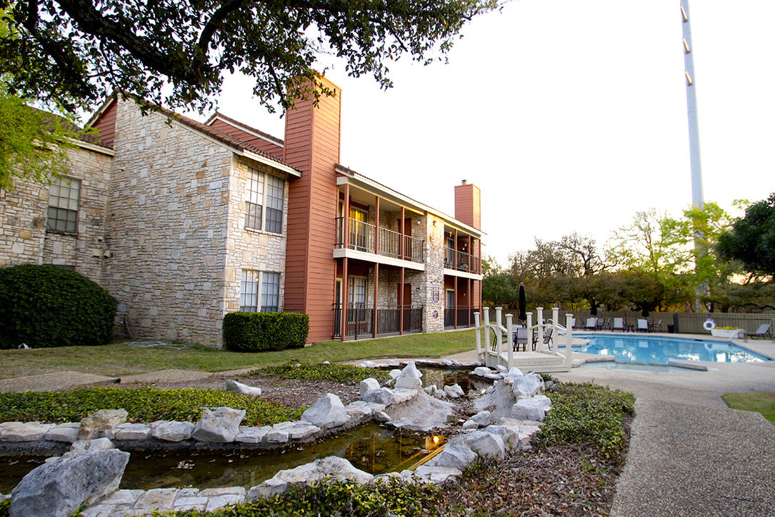 Las Brisas Apartments San Antonio TX