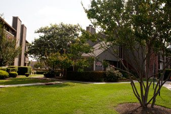 Exterior at Listing #140986