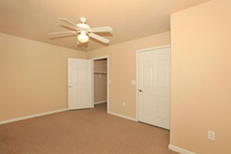 Bedroom at Listing #146260