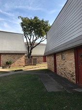 Exterior at Listing #137400
