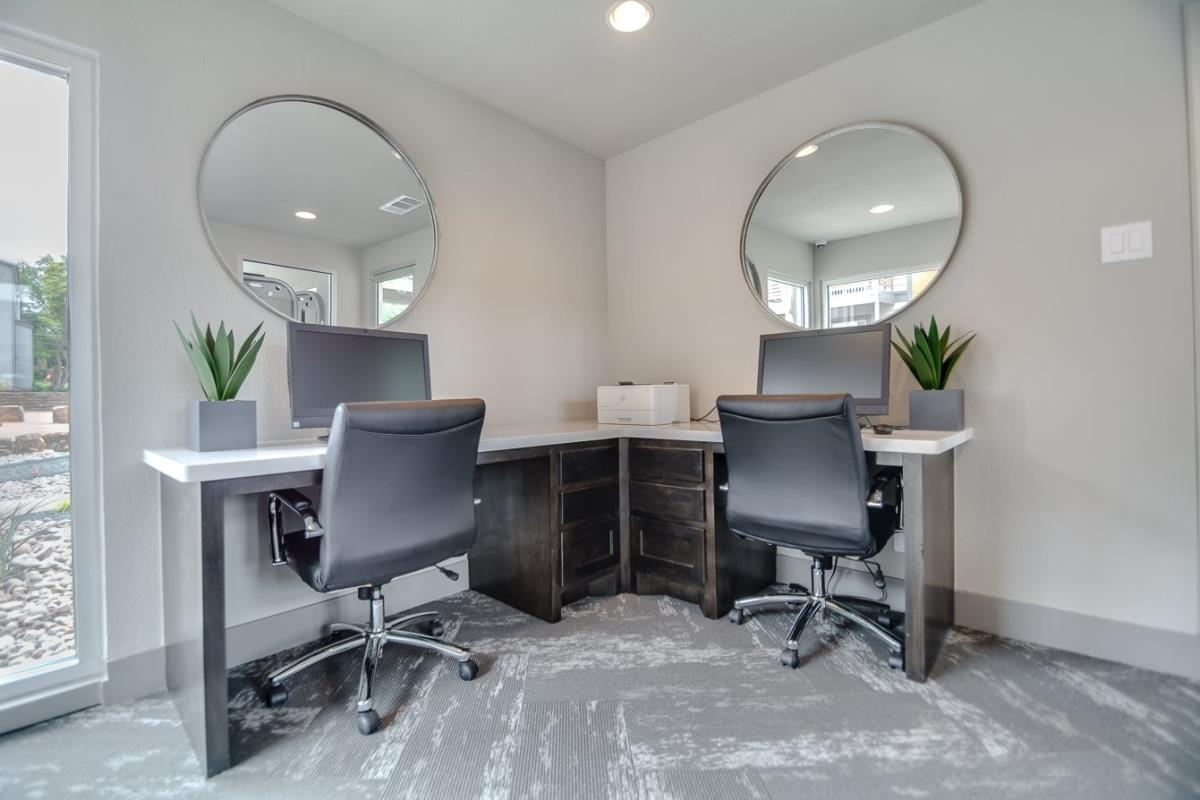 Business Center at Listing #136328