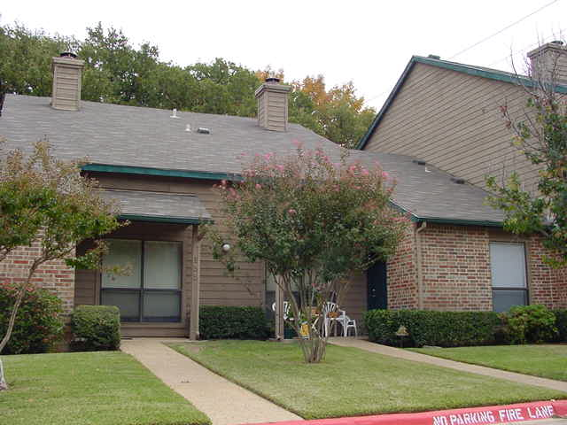Exterior 3 at Listing #137085