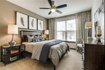 Bedroom at Listing #275304