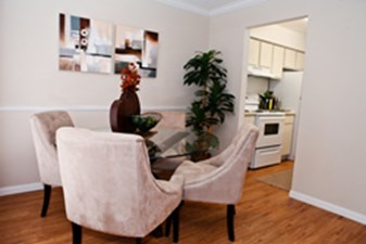 Dining at Listing #139665