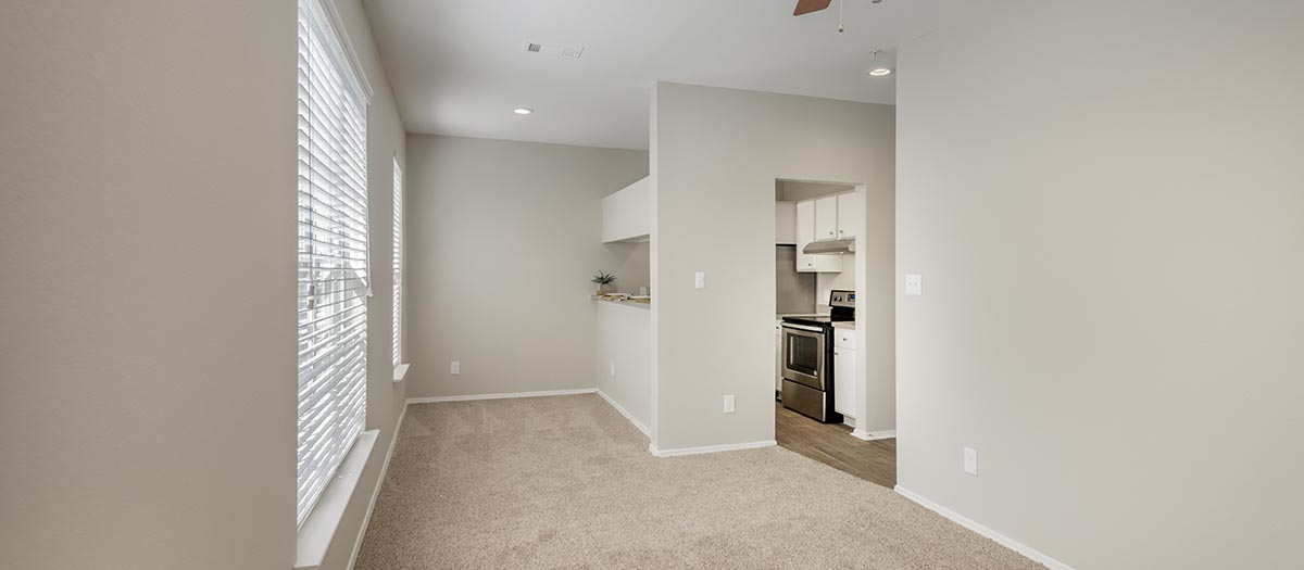 Dining at Listing #137274