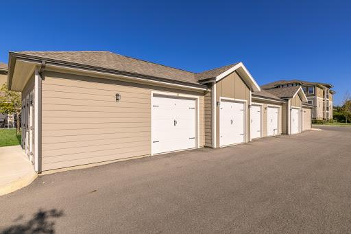 Garages at Listing #267378