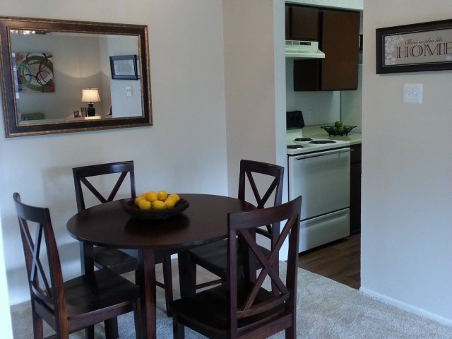 Dining at Listing #141358