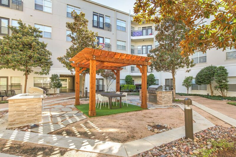 Courtyard at Listing #137912