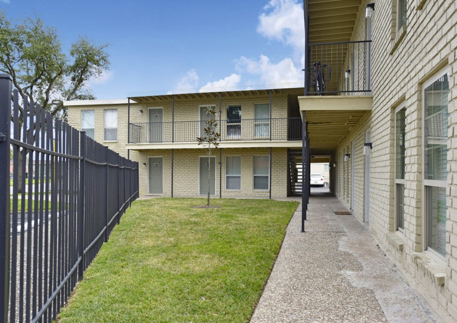 Country Club Place Apartments Houston TX