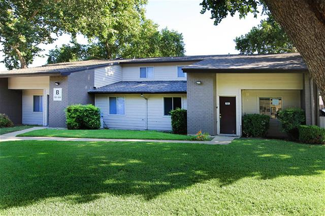 Exterior at Listing #135898