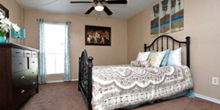 Bedroom at Listing #144484