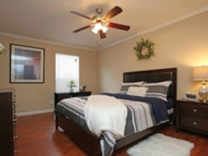 Bedroom at Listing #139895