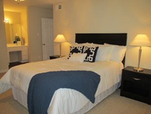 Bedroom at Listing #140061