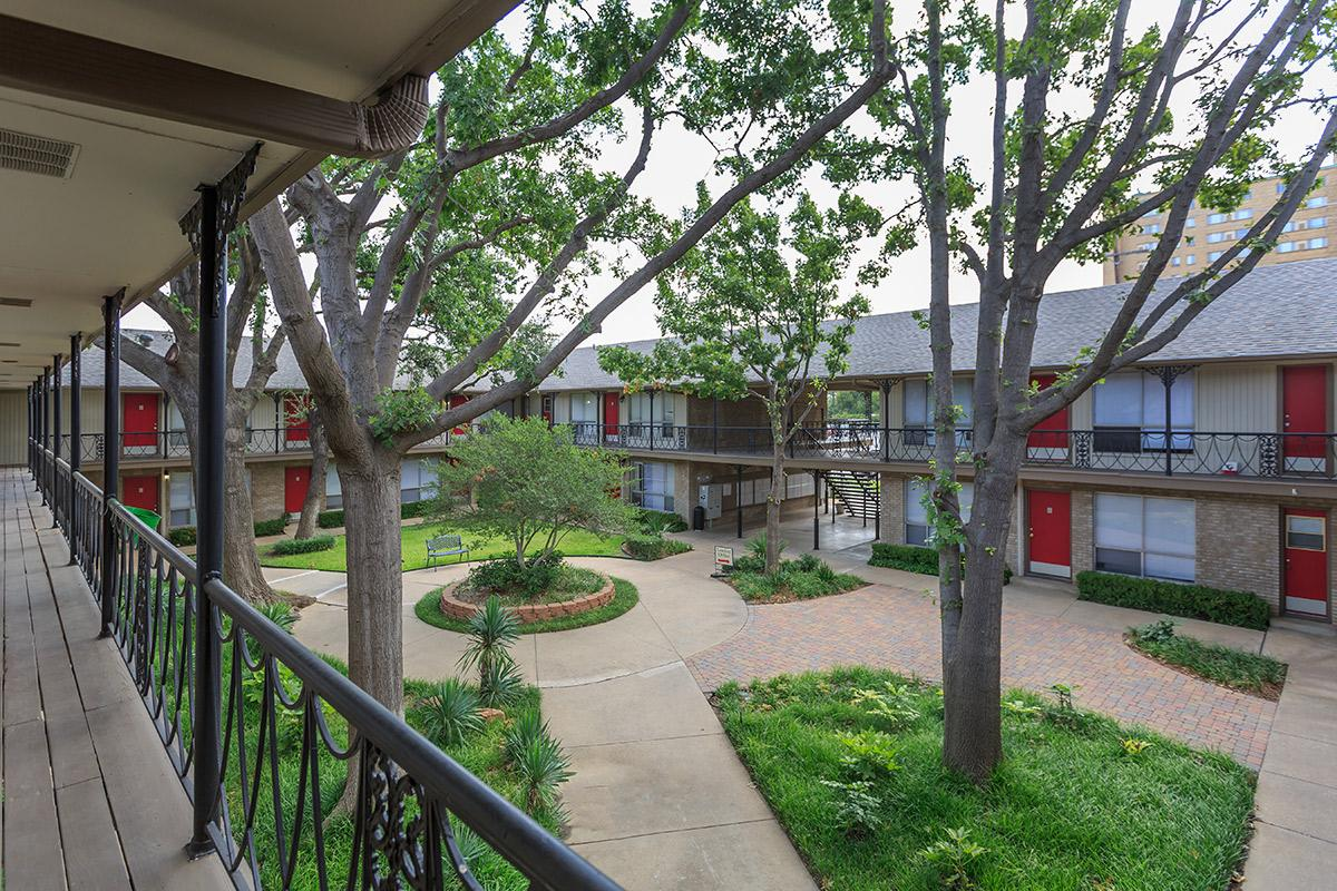 Courtyard at Listing #137106