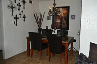 Dining at Listing #136372