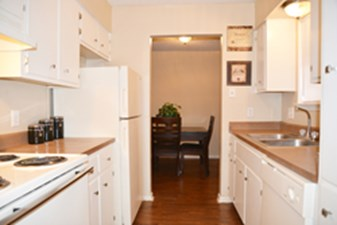 Dining/Kitchen at Listing #141218
