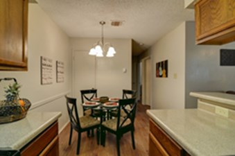 Dining at Listing #140895
