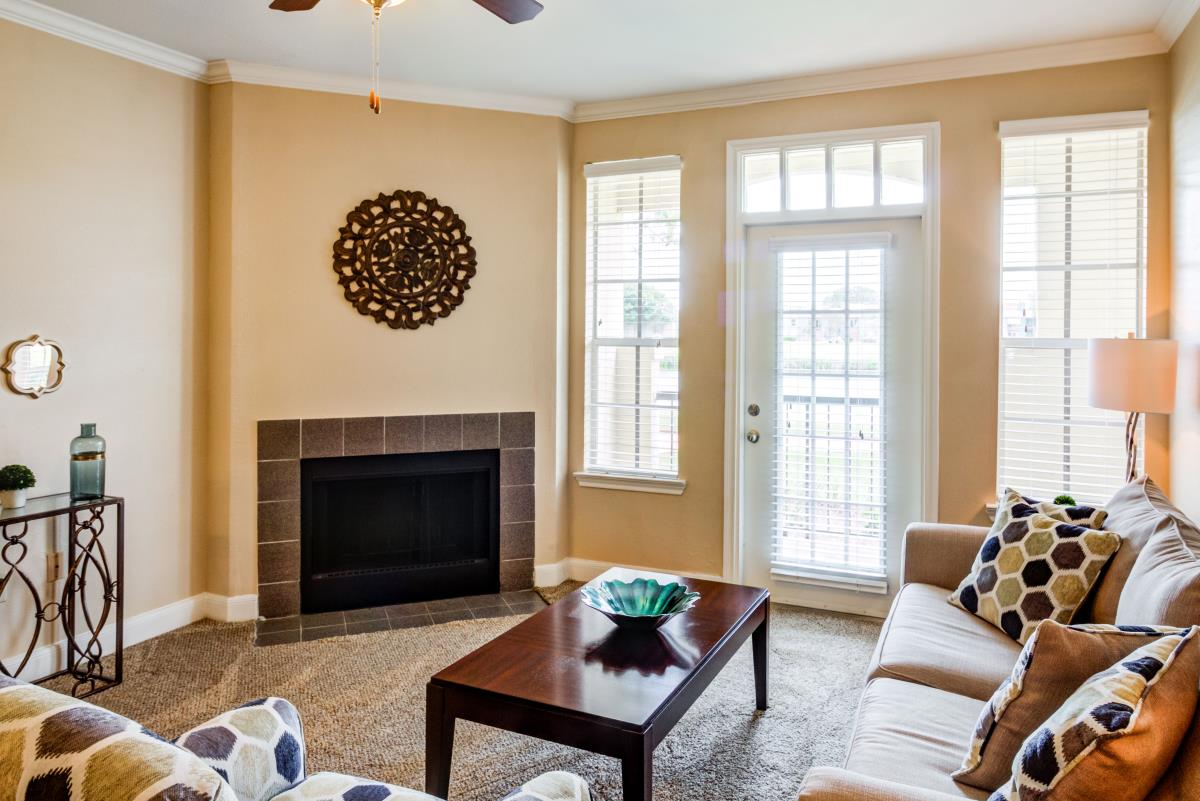 Living Room at Listing #138298