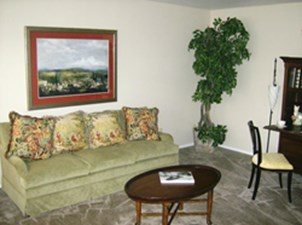 Living Area at Listing #139922