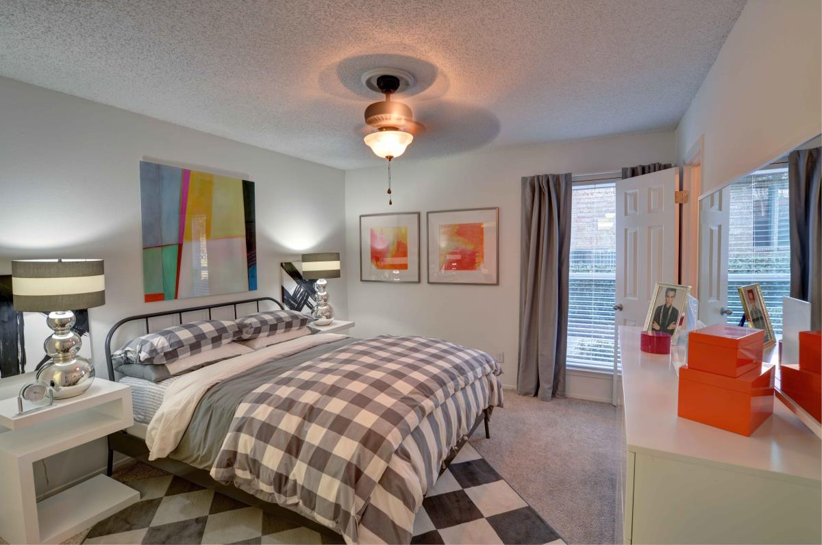 Bedroom at Listing #135900