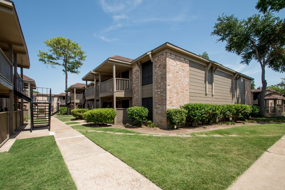 Exterior at Listing #139348