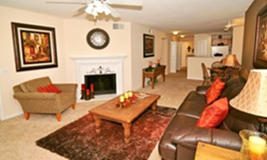 Living Area at Listing #137736