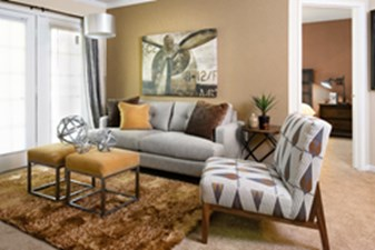Living Room at Listing #140079