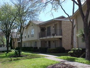 Exterior 3 at Listing #135983