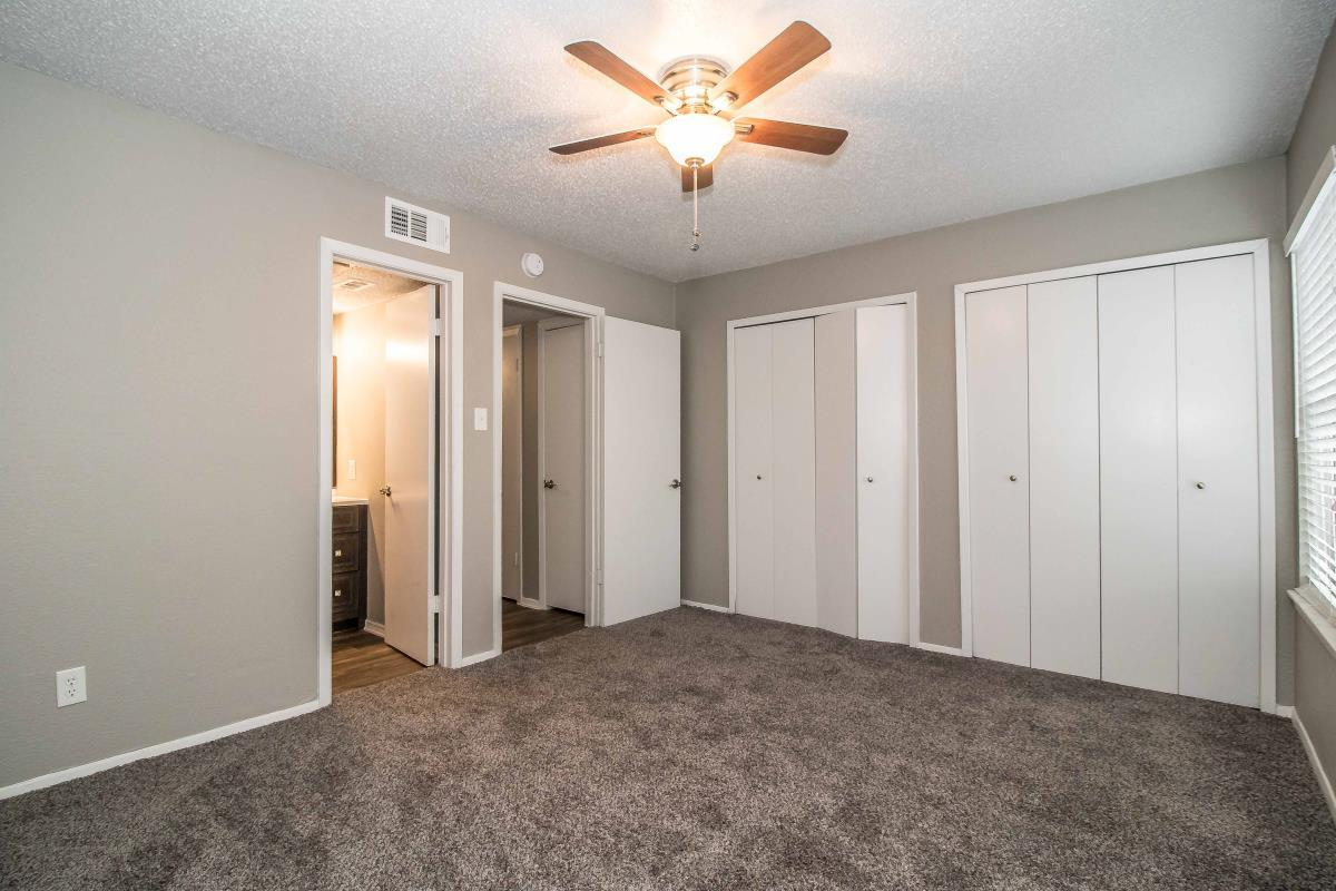 Bedroom at Listing #137923