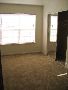 Bedroom at Listing #139001