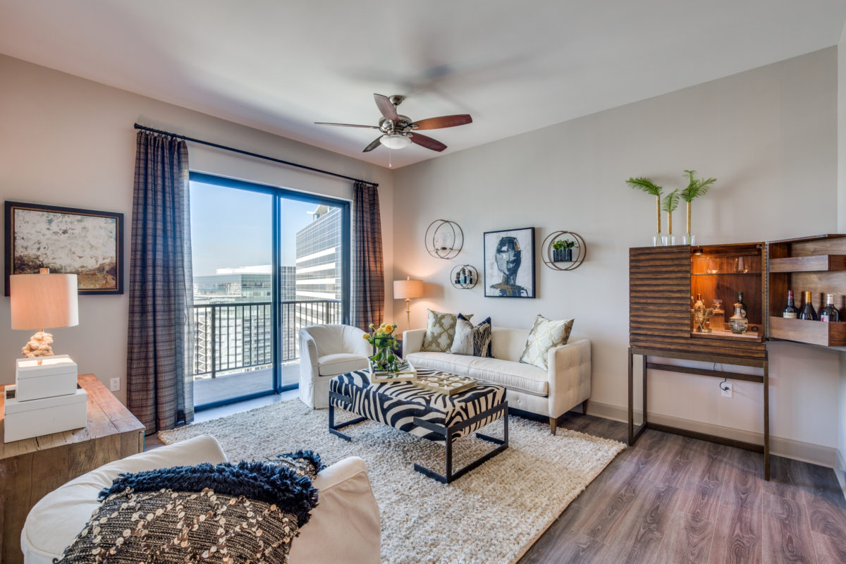Living at Listing #295415